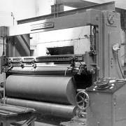 Enrouleuse dans l'usine de papier, 1960